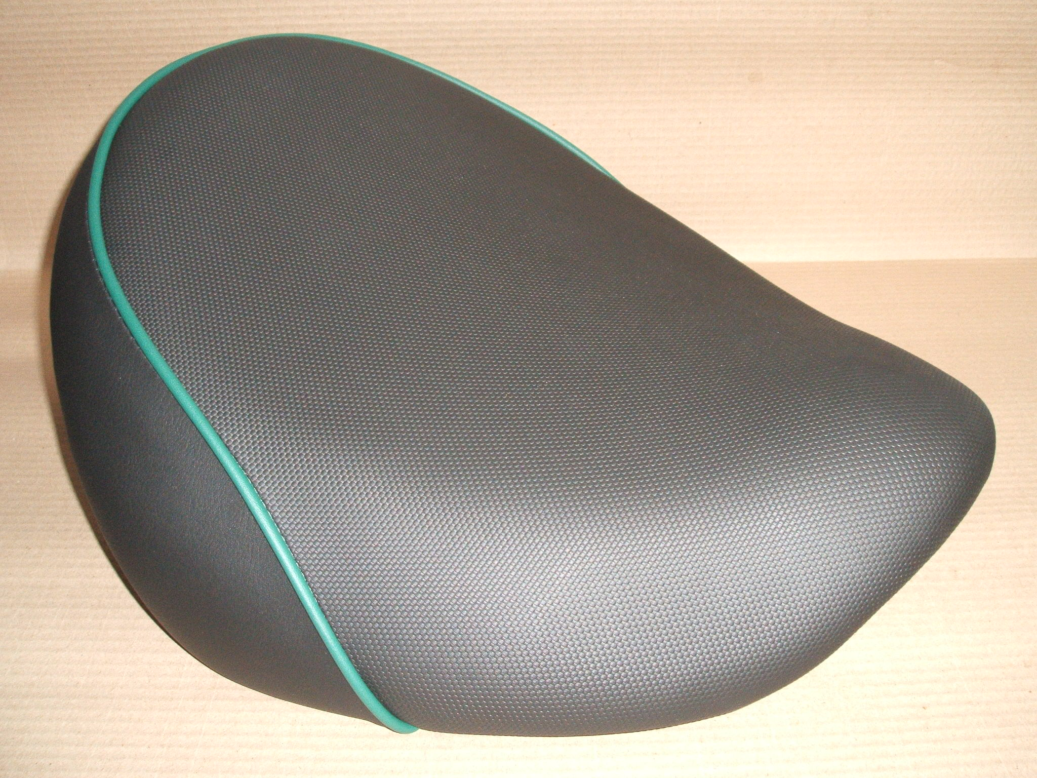 Custom seat for a Triumph Thunderbird 1700